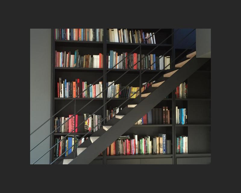 Trap aan de bibliotheek