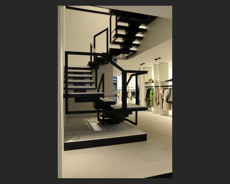 Totaalzicht van de trap in de winkel